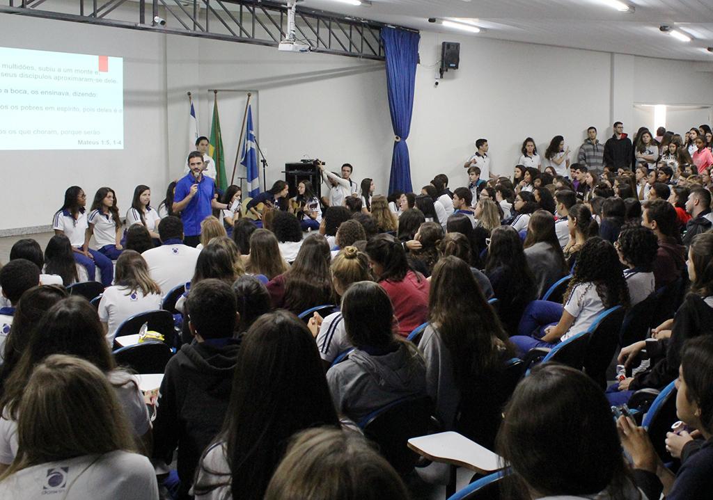 Grupo de Oração Darwin ajuda estudantes a aliviarem o estresse