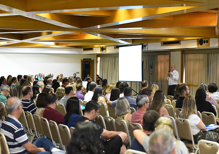 Darwin realiza reuniões com pais de alunos das unidades Vitória e Vila Velha
