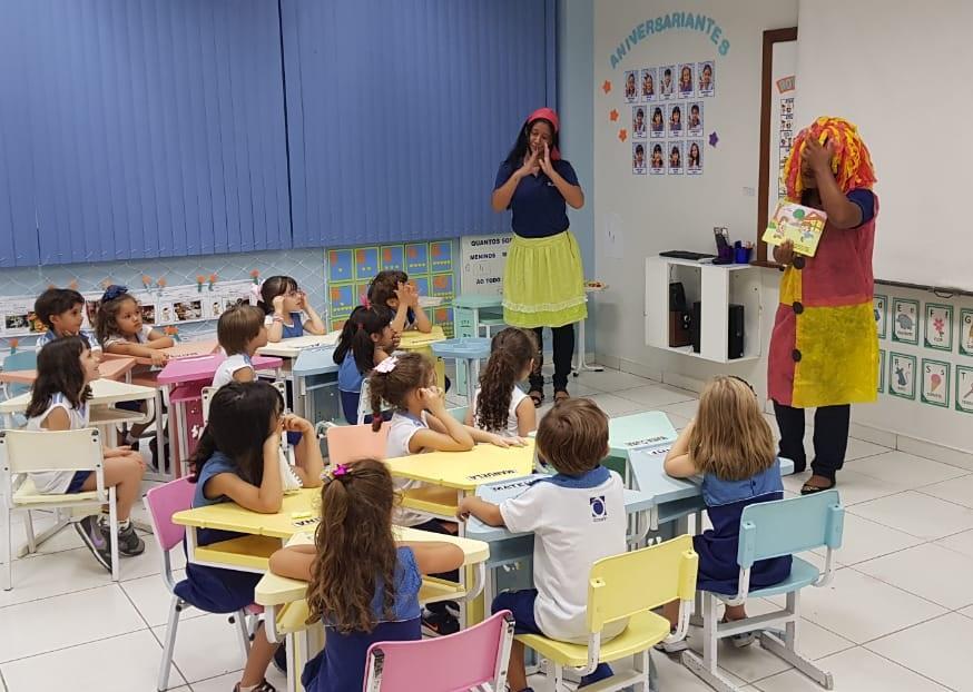 Quinta-feira é dia de contação de histórias para alunos do Infantil IV