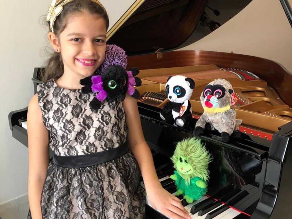 Aluna Darwin conquista medalha de ouro em concurso de piano na Ucrânia
