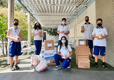 XXII Congresso de Pais: alunos fazem a entrega dos leites arrecadados